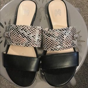 Shoes - Cute simple sandals
